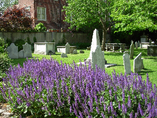 History_Historic-Colonial-Churchyard_03